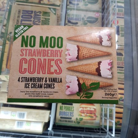 No Moo Strawberry Cones – 4 Strawberry & Vanilla ice cream cones