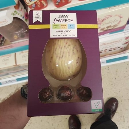 Tesco Free From White Choc Egg with Raspberry Pieces