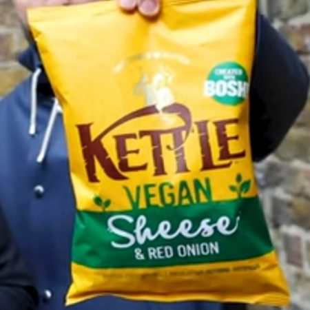 Kettle Crisps Vegan Sheese & Red Onion 135G