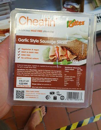 VBites Cheatin Garlic Style Sausage Slices 100g