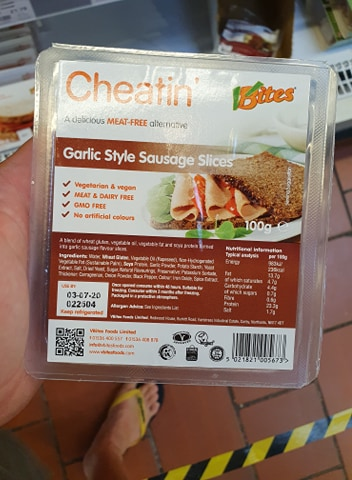 VBites Cheatin Garlic Style Sausage Slices 100g